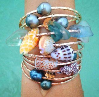 Les bracelets coquillages, les bijoux de plage