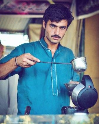 Arshad Khan, le vendeur de thé pakistanais qui fait craquer la Toile