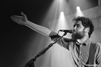 Passenger reprend « Love will tear us apart » de Joy Division