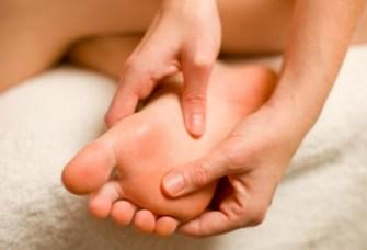 Comment faire un auto-massage des pieds pour se détendre ?