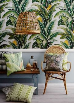 chouette-fauteuil-rotin-style-rustique-cool-idee-a-recreer-maison-stylee-ikea-papier-peinte-palmes-vert