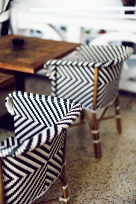 cool-idee-en-noir-et-blanc-fauteuil-en-rotin-chaise-en-rotin-meuble-en-rotin-pas-cher