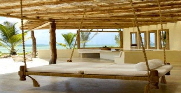 lit-suspendu-sur-terrasse-a-faire-avec-du-bois