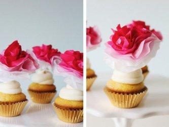 des-cupcakes-delicieux-decores-de-fleur-papier-de-soie-rose-de-nuances-differentes-e1480672492442