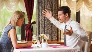 dispute-couple-restaurant
