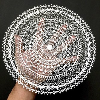 Mandalas et découpes de papier par le talentueux Mr. Riu