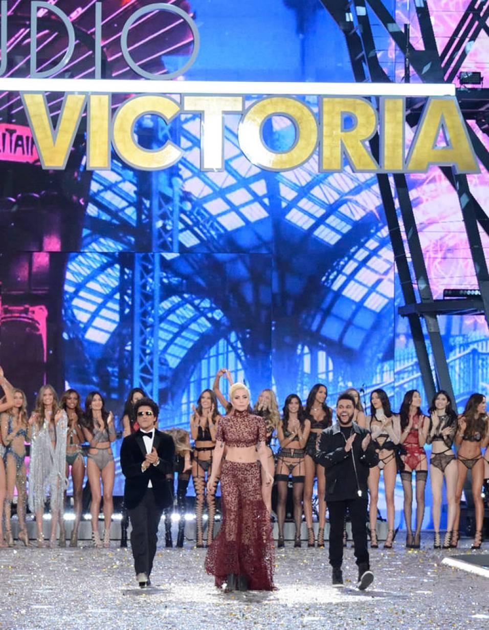 victorias-secret-fashion-show-2016-06