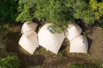 Jikka, une maison tipi située en pleine forêt au Japon 02