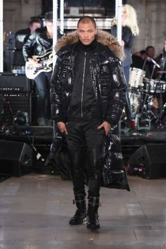 Jeremy Meeks à la Fashion Week de New York en Philipp Plein.