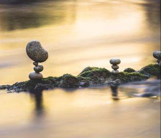 manu-topic-stone-balancing-3