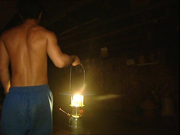 470242869-lampe-a-petrole-mgngemah-maison-longue-accrocher-apprendre
