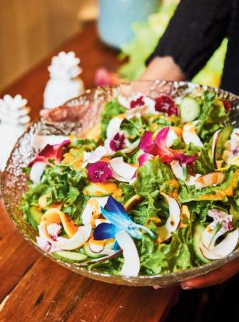 Salade verte au coco et sa vinaigrette à la papaye