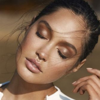 Le teint glowy, la nouvelle tendance make up