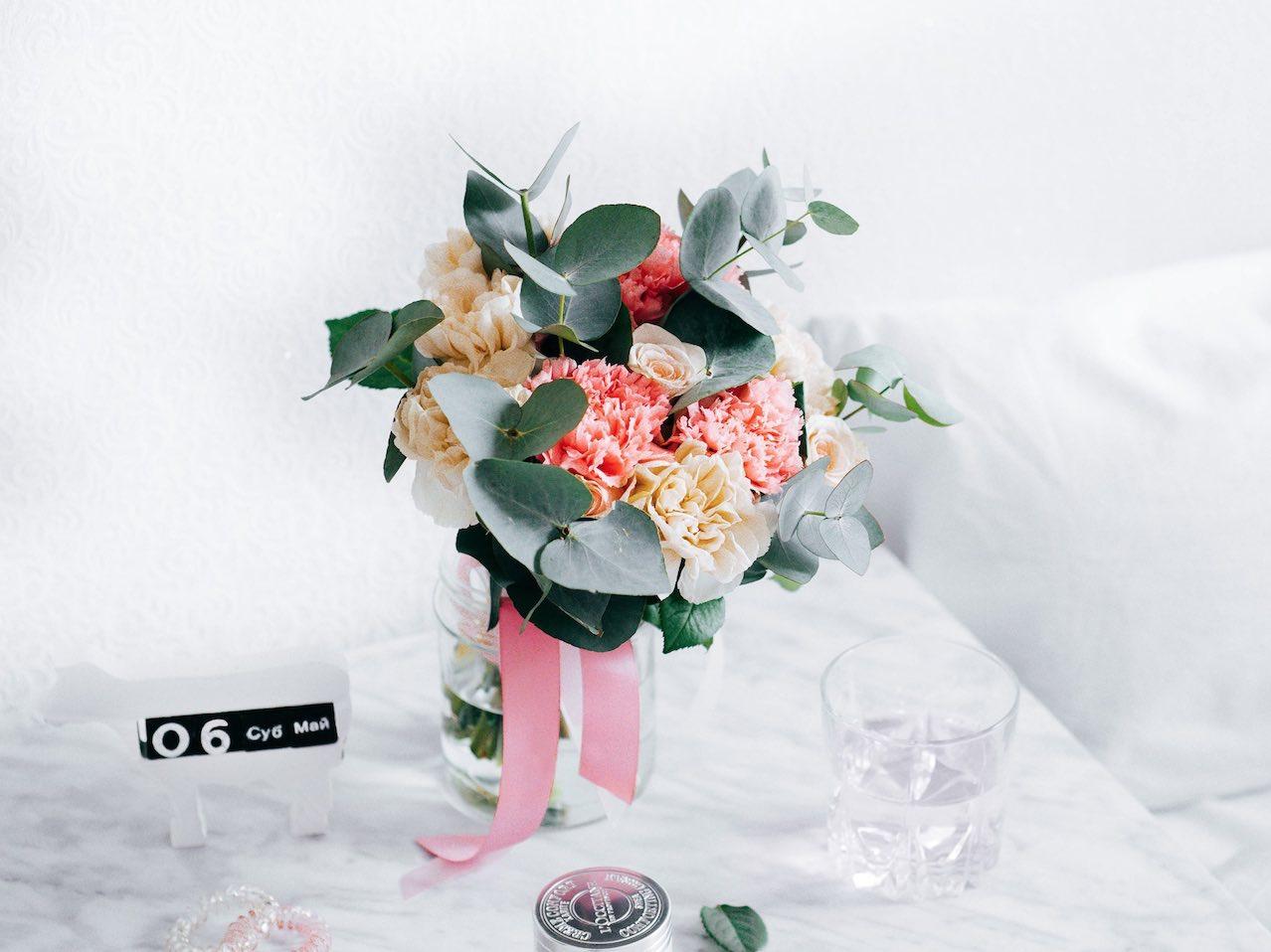 Comment Faire Un Bouquet De Roses déco : comment faire tenir un bouquet de fleurs ? - moving