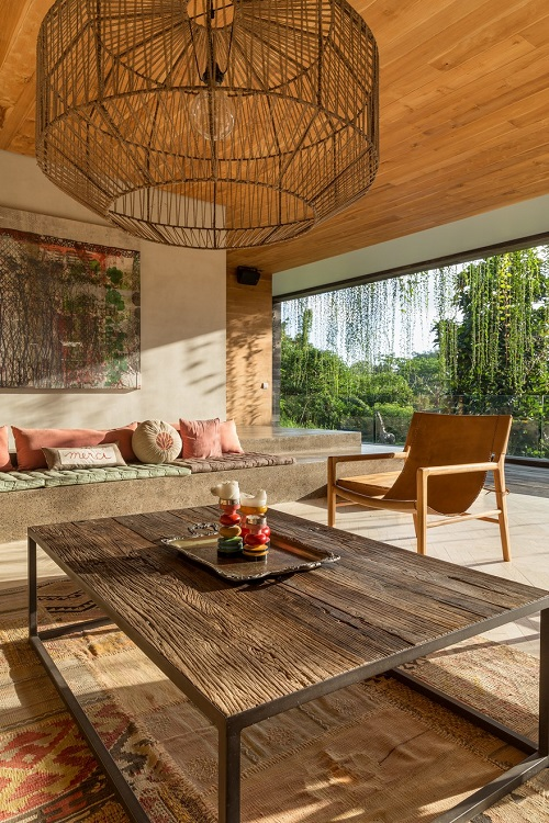 Villa-Chameleon-Features-Breathtaking-Views-in-the-Balinese-Jungle-1