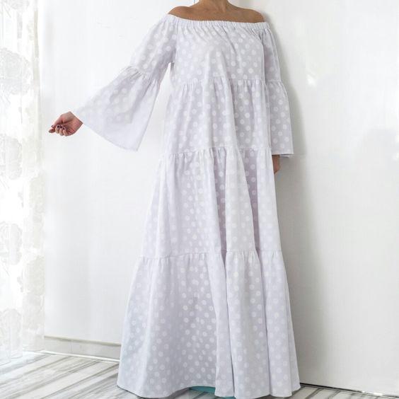 94d699c8899 La longue robe blanche brodée s invite dans votre garde robe ...