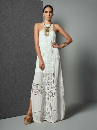La longue robe blanche brodée s'invite dans votre garde robe
