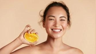 Que fait vraiment le sérum à la vitamine C pour votre peau ?