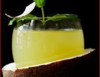 Cocktail eau de coco, citron, ananas et rhum