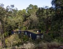 Casa De La Roca, maison dans la forêt au Mexique par Cadaval & Solà-Morales