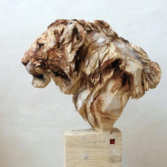 Les sculptures à la tronçonneuse de l'artiste Jürgen Lingl-Rebetez 01