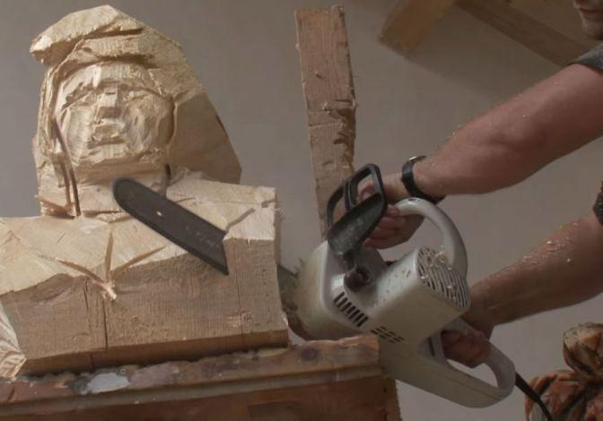 Les sculptures à la tronçonneuse de l'artiste Jürgen Lingl-Rebetez 16