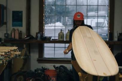 Une planche de surf fabriquée à partir de barils de whisky écossais 02