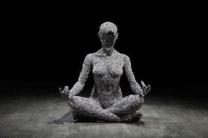 Les-Sculptures-grandeur-nature-de-Chaînes-de-Vélo-expriment-des-Émotions-humaines-puissantes-04