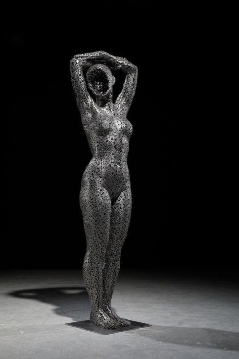 Les-Sculptures-grandeur-nature-de-Chaînes-de-Vélo-expriment-des-Émotions-humaines-puissantes-10