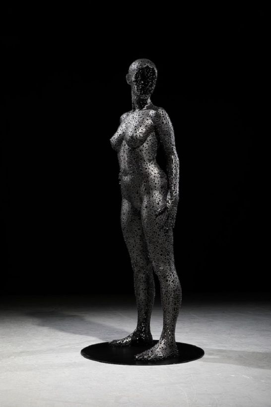 Les-Sculptures-grandeur-nature-de-Chaînes-de-Vélo-expriment-des-Émotions-humaines-puissantes-11