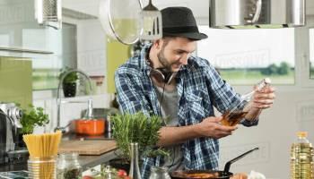 Pourquoi Les Hommes Qui Font La Cuisine Sont Ils Parfaits Moving Tahiti