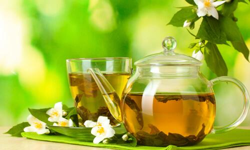 Comment le thé vert peut aider à perdre du poids