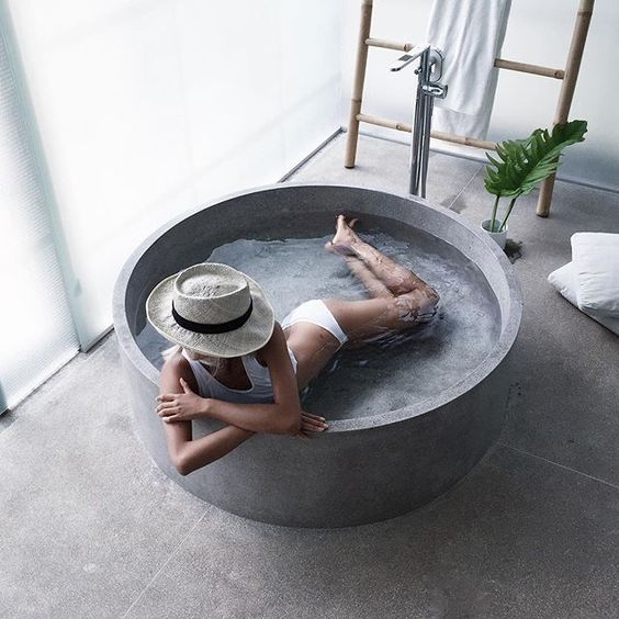 La Baignoire En Béton Pour Une Salle De Bain Chic Unique Moving Tahiti