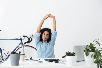 En forme au travail : 20 exercices à faire à votre bureau