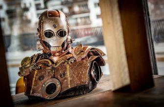 Georges Ayusawa crée d'étonnantes sculptures de personnages de la culture pop à partir de matériaux recyclés