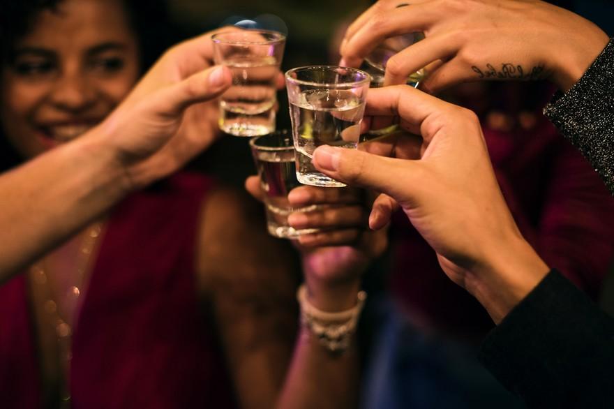 7796067392_il-faut-une-a-deux-heures-pour-eliminer-un-verre-d-alcool