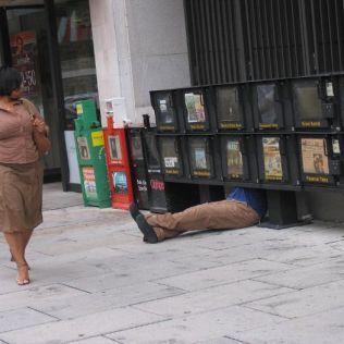 mannequins-city-street-art-installation-trolling-sculptor-artist-mark-jenkins-11-5d1317e205ca6__700