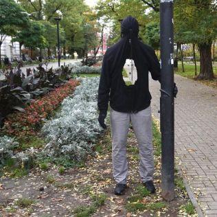 mannequins-city-street-art-installation-trolling-sculptor-artist-mark-jenkins-18-5d1317ee25bc6__700