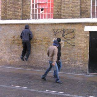 mannequins-city-street-art-installation-trolling-sculptor-artist-mark-jenkins-38-5d1318120a7fb__700