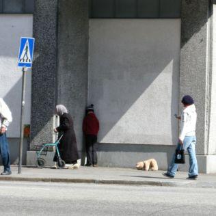mannequins-city-street-art-installation-trolling-sculptor-artist-mark-jenkins-54-5d13182ef2173__700