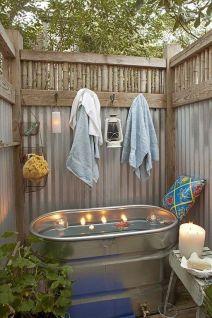 Une baignoire en extérieur (1)