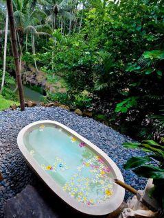 Une baignoire en extérieur (4)