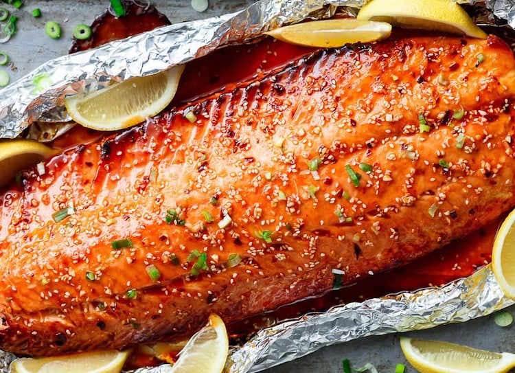 saumon-en-papillote-au-miel-et-sésame-garni-de-citron