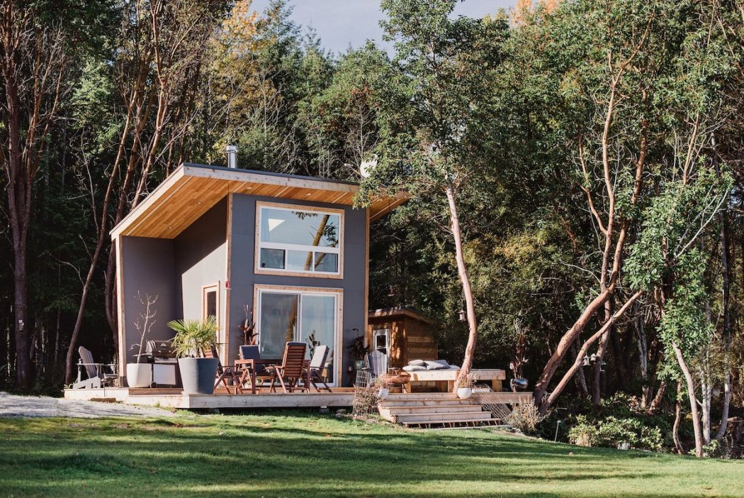 trim-studio-galiano-tiny-house-2