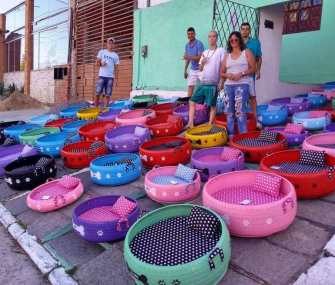 Un jeune brésilien recycle des pneus usagés en panières pour chiens et chats