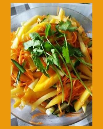 Salade mangue, carotte et concombre
