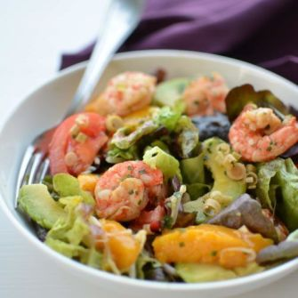 Salade de crevettes, avocat et mangue