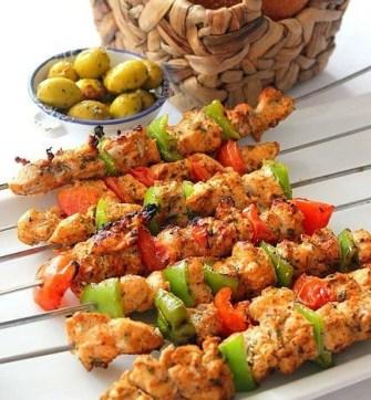 Les brochettes de poulet à la marocaine