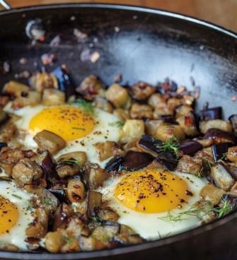 Aubergines aux œufs et sumac