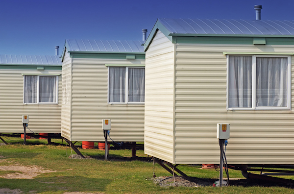 Charmant Want To Move Your Mobile Home? If You Think You Can Simply Hitch It To The  Back Of Your Truck And Take Off, Think Again. Moving A Mobile Home That  Meets ...